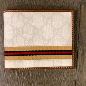 Gucci Mens Bi Fold Wallet - 6 card slots
